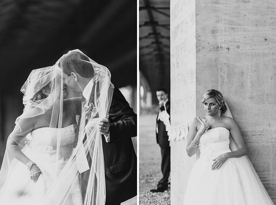svatební fotografie novomanželů v dešti