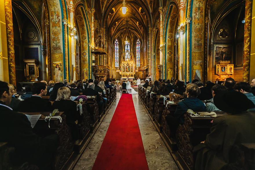 svatební fotografie obřadu v kostele sv. Petra a Pavla na Vyšehradě v Praze