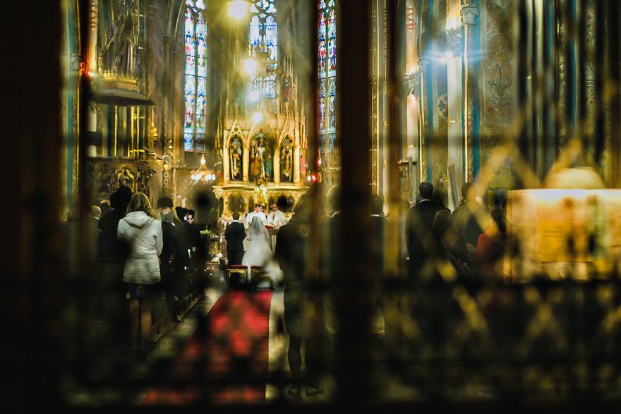 fotografie svatebního obřadu v kostele sv. Petra a Pavla na Vyšehradě v Praze