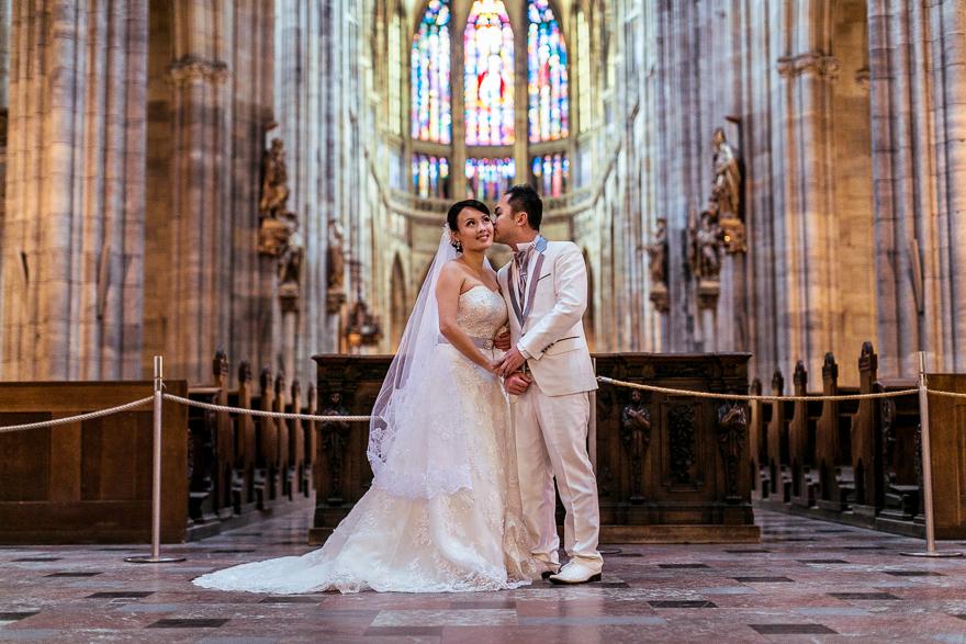 novomanželé v katedrále svatého Víta v Praze
