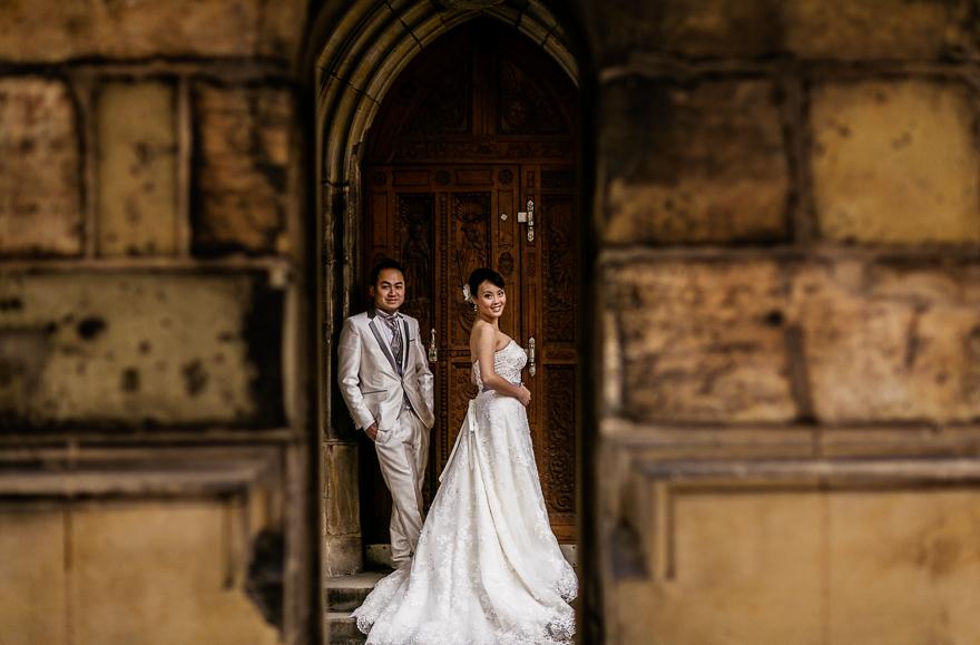 nevěsta a ženich v okolí Pražského hradu