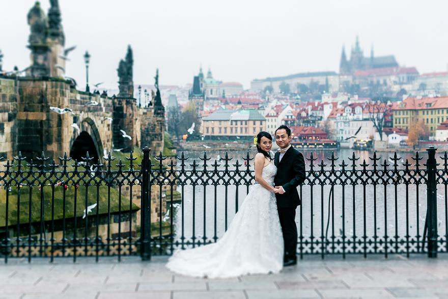 nejhezčí stavební fotografie u Karlova mostu s výhledem na Pražský hrad a katedrálu svatého Víta
