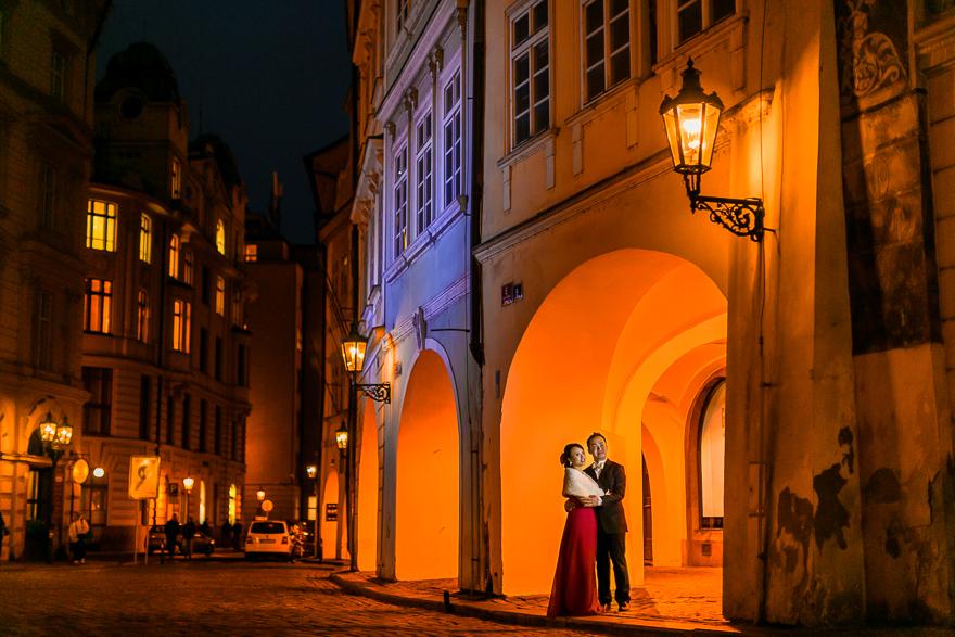 večerní svatební fotografie v romantické Praze