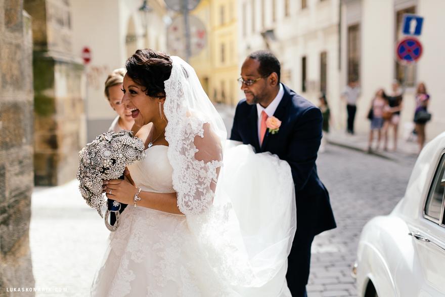 americka-svatba-v-kostelele-sv-jilji-010