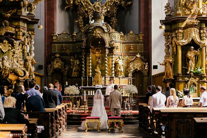 americka-svatba-v-kostelele-sv-jilji-013