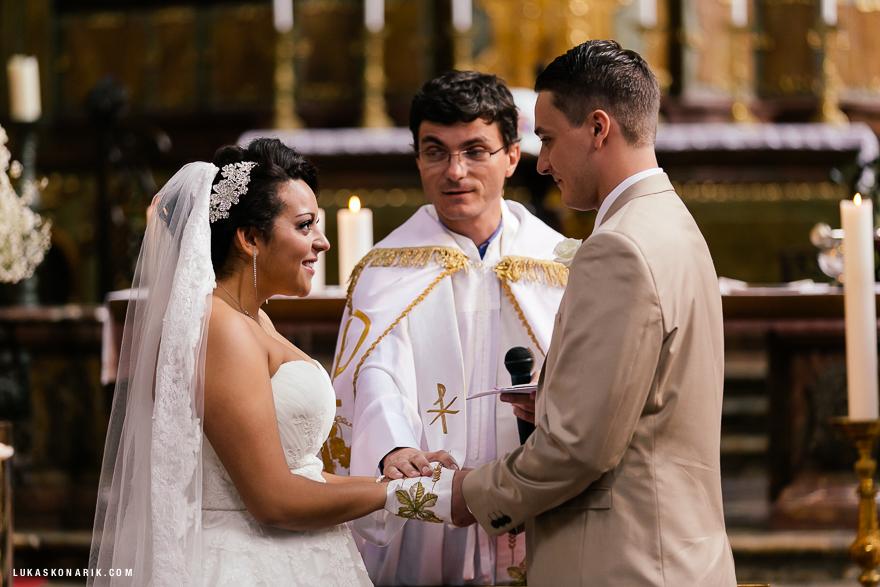 americka-svatba-v-kostelele-sv-jilji-017