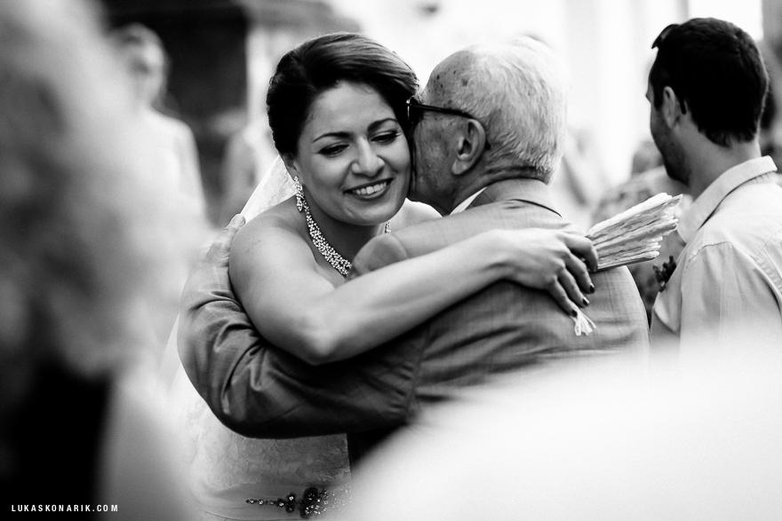nevěsta a tatínek před svatbou