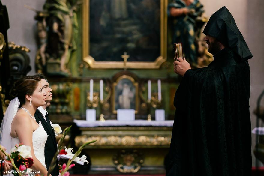 požehnání novomanželům v kostele sv. Jiljí