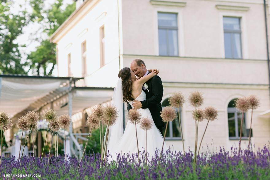 romantická svatba v Chateau Mcely