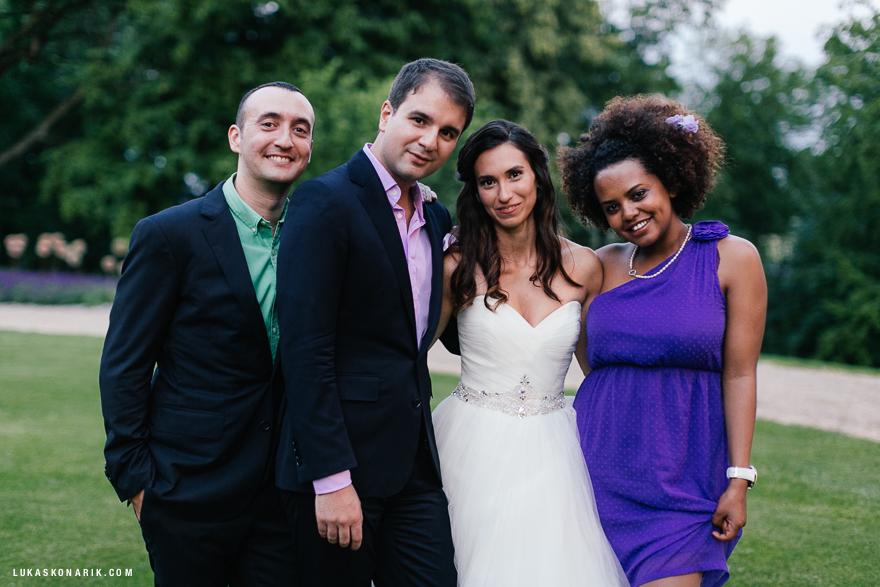 Přátelé na svatbě