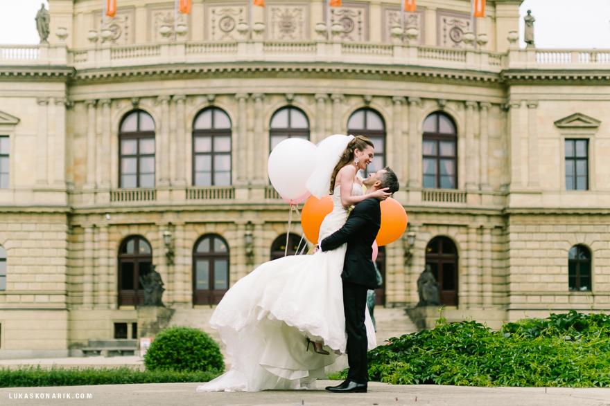 nejlepší svatební fotografie v Praze u Rudolfina