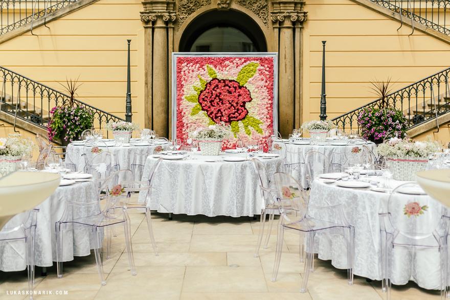 květinové dekorace v hotelu Kempinski