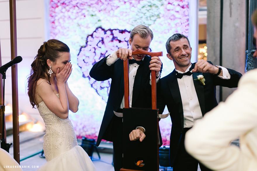 kouzelník na svatbě